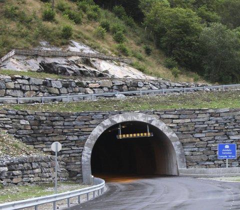 TUNNELREKORD: Julitrafikken gjennom Jondalstunnelen er 4,1 prosent høgare enn juli i fjor.