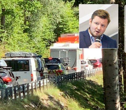 FULL STOPP: Det er ofte kork på riksveg 13 om sommeren. Denne uka ble også nødetatene offer for trafikkaoset.  - Uakseptabelt, mener Høyres Erlend Nævdal Bolstad.