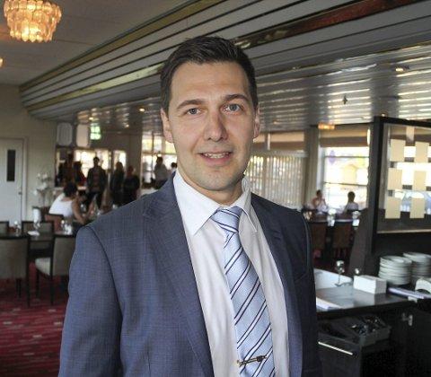 FULLBOOKET: Etter nye flykanselleringer er også Jevgeni Mlinnikov og Scandic fullbooket.