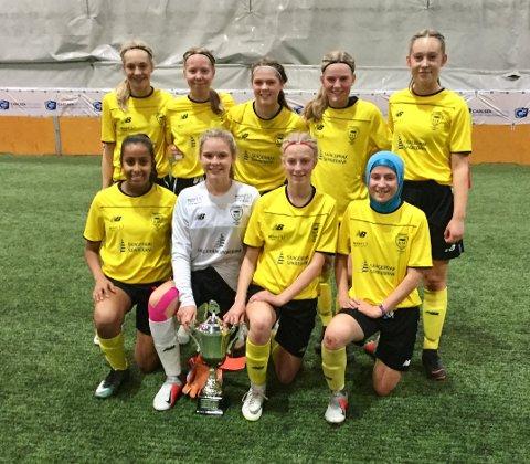 BEST: Live Bertelsen (bak t.v.), Hannah Hjallum, Milla B. Isaksen, Ella I. Opkvitne og Iben B. Lier. Faiza Saleh (foran t.v.), Andrea Fluer, Lisa Lia og Rajana Tsugajeva.