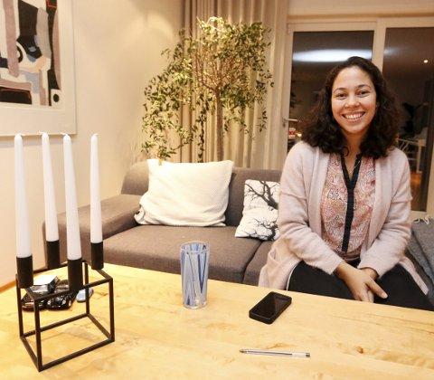 EGEN ERFARING: Livia Costa Kramer i Ås Rotaryklubb kom selv fra Brasil til Nesbyen på utveksling. Tre og et halvt år senere kom hun tilbake til Norge for godt.FOTO: STIG PERSSON