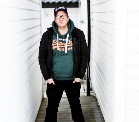 Satser alt: Fredrik Østbye fra Lillestrøm har lagt kjærlighetssorgen over Nebbenfestivalen bak seg. Nå er det hans egen musikk som gjelder.