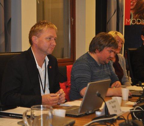 BUSSVEI VS BYBANE: I tirsdagens formannskapsmøte fortsatte diskusjonene om hvilket kollektivsystem som er det beste. Pål Morten Borgli (Frp), til venstre, vil ha bussvei, mens Arne Buchholdt Espedal (Ap) mener bybane er det beste valget.
