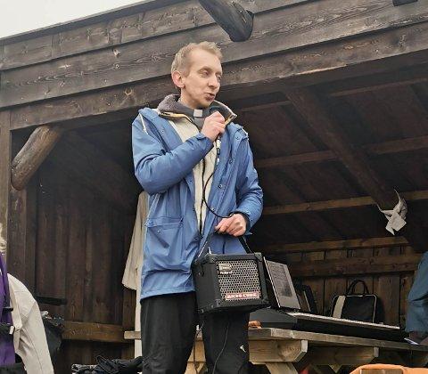 Leif Ole Torske Husfest skal lede drive in-gudstjenesten på Smøla på skjærtorsdag. Her fra en friluftsgudstjeneste tidligere i år.