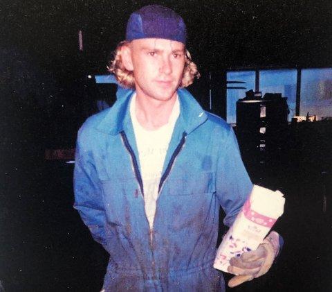 FRA BOKA: Harald Ottem var nøkkelpersonen i arbeidet med søppelsorteringen i Nordmørsveien. Dette bildet er fra 1996.