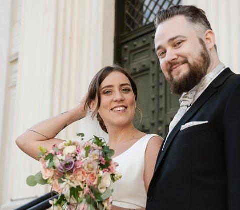 Bjørn-Harald Sønsthagen og Tina Camilla Kikut fra bryllupsdagen. Dette er første gangen de møter hverandre.