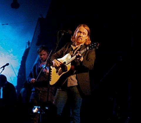 Lars Winnerbäck er populær i Halden. Konserten 5. november er utsolgt.