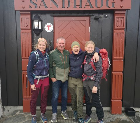 Familien Gjerde Tyssebotn gir seg etter 13 sesongar på Sandhaug turisthytte.
