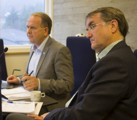 TALER: Ordfører Sigmund Lier (Ap) og rådmann Arvid S. Vallestad (t.h.) skal begge snakke på vegne av delegasjonen fra Tysvær, Karmøy og Bokn. Arkivfoto: Eva M. Sternhoff