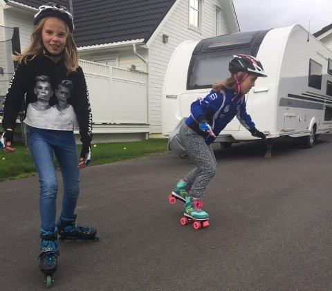 SKØYTEJENTER: Thea Helen Nilsen (9) og Elise Bjørkli Pettersen (9) vil ha rulleskøytebane.