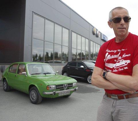 ARTIG INNSLAG: Alfasud var på 70-tallet et forsøk fra Alfa Romeo på å bygge en «folkebil». Det var kanskje ikke helt vellykket, men mange elsker modellen, blant dem Kjell Blindheim som kom til treffet med sin grønne 75-modell.
