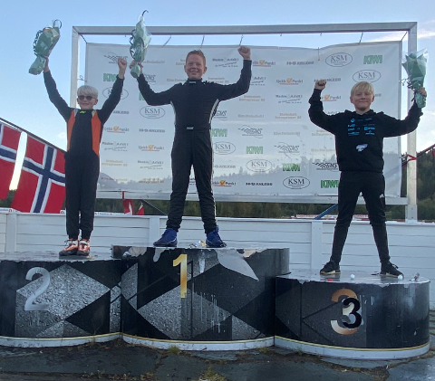 SØLV: Oliver Sollie fra Jevnaker (til venstre) ble ummer to i norgescupen i crosskart.