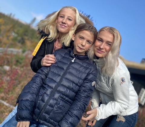 TREKLØVER: Ingvild Gulla (fra høyre),  sammen med sine to søsken, Kornelia Krosby Gulla og Mathilde Krosby.