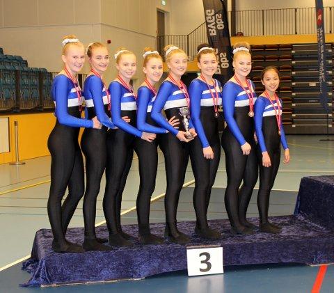På pallen, fra venstre: Leah Tresselt, Malin Nordahl, Kamilla Byrkjeland, Eirin Eriksen, Hedda Skaug, Sarah Maxwell, Tuva Lohne og Henriette Sverdrup.