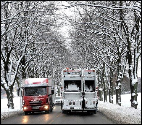 I DRIFT: 4. januar tok Sarpsborg kommune i bruk to helelektriske renovasjonsbiler.