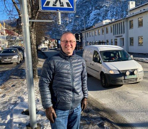 SEKS UNGAR: Ordførar Arnstein Menes har bidrege til folketalsutviklinga med seks ungar sjølv. - No er eg ferdig, seier han.