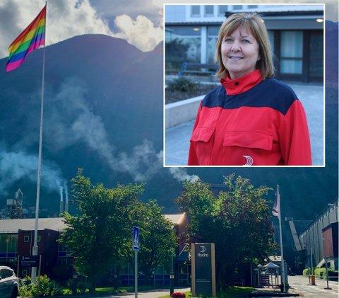 REGNBOGEFLAGGET VAIAR: Hydro i Årdal har heist regnbogeflagget for fyrste gong. Me gjer dette for å fremja respekt, mangfald og menneskeverd, seier fabrikksjef Wenche Eldegard (innfelt).