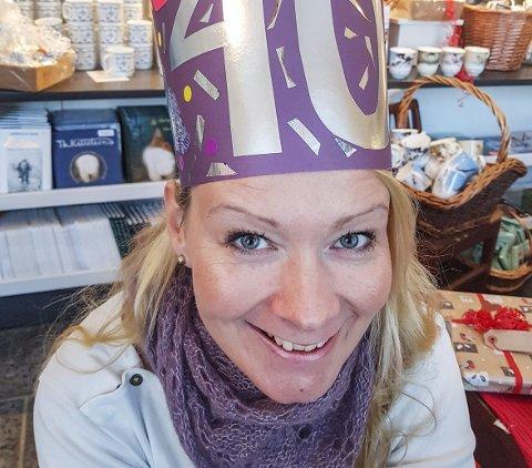 Anbefaler bøker: Denne høsten har Gunn Marit Nisja feiret førtiårsdag, til jul skal hun finne seg en plass i godstolen med en stabel favorittbøker.