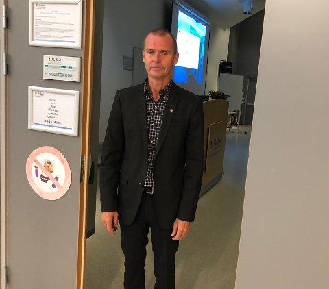 Følger utviklingen: Roger Riise Kristensen er rektor på Fauske videregående skole, og for han er det viktig å ta de riktige avgjørelsene når det kommer til driften av skolen, de ansatte og elevene i henhold til koronaviruset.