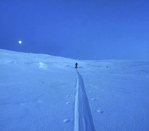 Måneskitur: En fantastisk måne ute i kveld. Foto: Torunn
