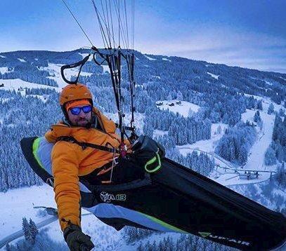 Paraglider: Livet er best ute. Foto: John Richard Rolseth