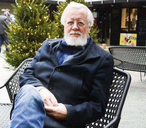 KRITIKERROST: Med «Barkefjører» er Frank Eriksen ute med sin ellevte diktsamling fem år etter den kritikerroste «Uroen reiser hodet.» 73-åringen har ingen planer om å slutte på skrive, men tør ikke love en ny diktsamling.