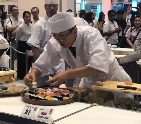 I FINALEN: Sabis kokk i Haugesund Vitaly Pak er i Japan for å delta i sushiens Bocuse d'Or.