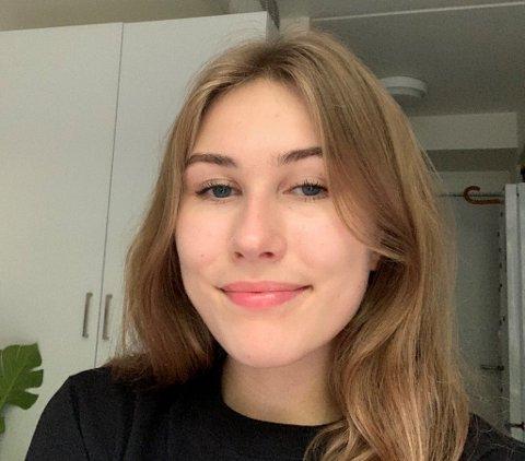 FERSK STUDENT: Emilie Jakobsen Sæbø (19) flyttet til Bergen for få uker siden for å studere spansk og latinamerikanske språk. Men bosituasjonen gjorde starten til et mareritt for 19-åringen.