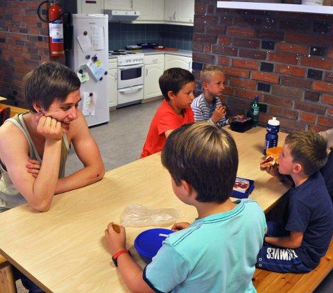 Prøveordning: Barn fra Kulstad og Olderskog får et SFO-tilbud ved Mosjøen skole i sommer.
