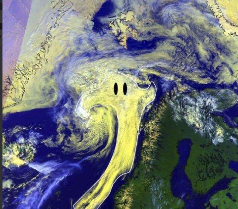 SPØKELSE: Finvær i vente selv om det ser ut som et spøkelse ligger over landsdelen. Dette bildet har meterologene i Tromsø lagt ut på twitter. Foto: Skjermdump Meteorologene