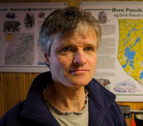JAKT: Magne Asheim, regionansvarlig for rovvilt i Statens Naturoppsyn, ser ikke ut til å lykkes med å ta ut ulven som har tatt tre rein i Øvre Pasvik.
