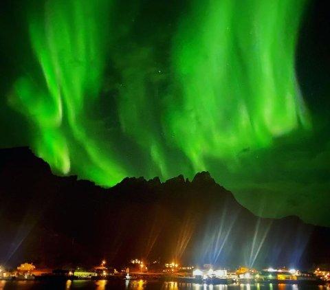 Ekstra sterkt inntrykk gjorde nordlyset på Beate Kristin Pettersen da det danset bak et av hennes favorittfjell, Skottinden.