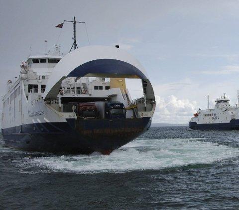 Bastø Fosen har foreløpig ingen planer om å kansellere avganger på grunn av uværet Urd.