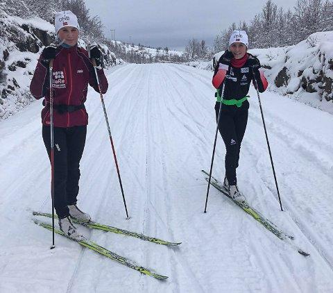 Her er to skiskyttere som er glad for nysnøen som har lagt seg i fjellet. Søndag trente søstrene Hanne og Marthe Kråkstad Johansen under fine forhold på Umskardet. Foto: Jan Erik Johansen