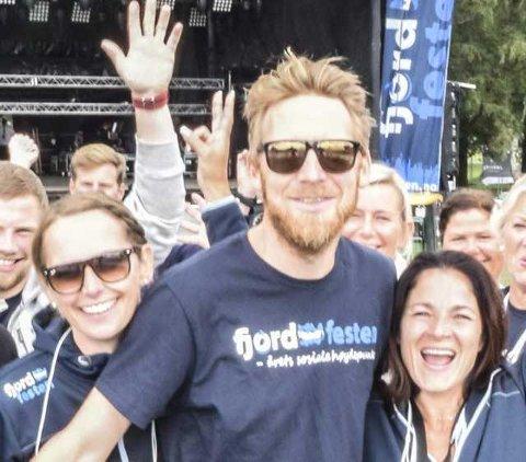 SAMLER INN PENGER: Stian Lundh Hansen har vært frivillig på Fjordfesten ved flere anledninger. Nå samler han inn penger for barnehjemmet MyHome gjennom ny veldedighetskonsert.