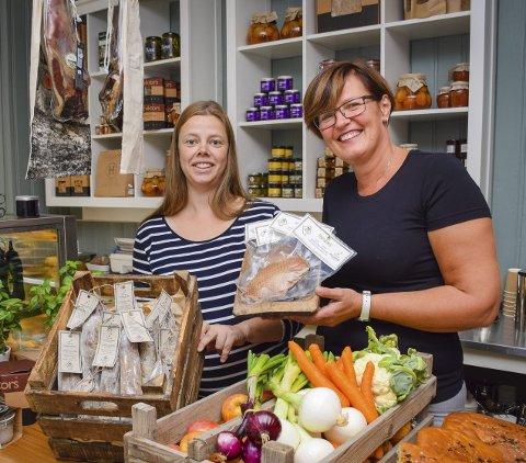 MatMarked: Både vår og høst har Marit Udahl invitert til Matmarked i Mysen. Her ser du henne med Camilla Nordmo fra Taraldrud gård i Marker, som produserer Smaalensgås.