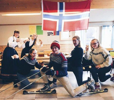 Nordmennene: Her representerer nordmennene Norge, på Europeisk basar. Margrete ser du til høyre.