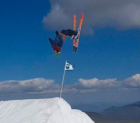 SVEV: Det blie garantert mange høye svev i alpinbakken i Surnadal i helga, når det arrangeres Pipelife Show & Style.