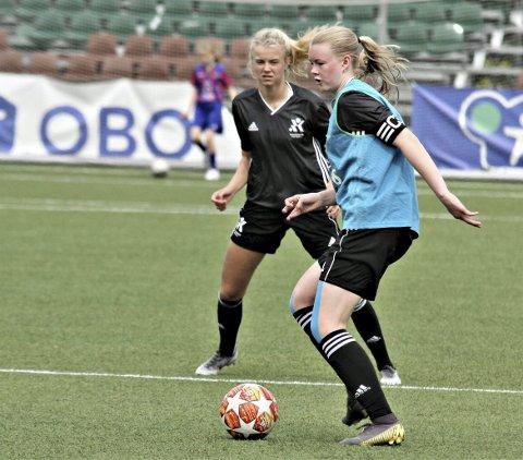 På fotballcamp: Karna Solskjær, som snart skal flytte til Manchester og fortsette sitt fotballiv der, sier hun har lært mye i løpet av Ada og Andrine Hegerbergs fotballcamp denne helga.