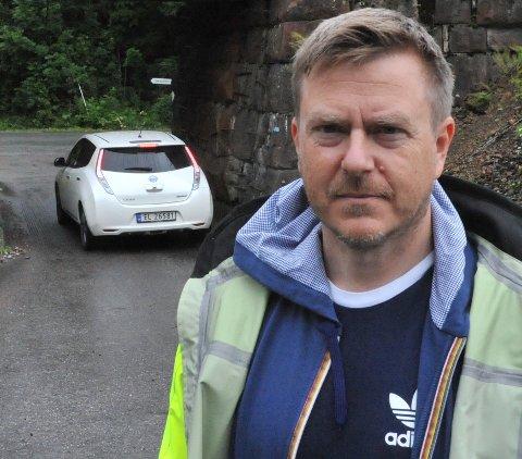 SKIFTER FORT: Bjørn Rønholt, leder av kommunalteknisk avdeling i Nittedal kommune, lover å svare på spørsmål om kommunens bruk av salt på kommunale veier. Det mest overraskende nå er ifølge Rønholt ikke engasjementet rundt veivedlikehold, men de raskt skiftende forholdene.