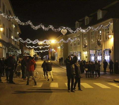 Belysning: Gatene i Drøbak lyser vakkert opp nå i førjulstiden.