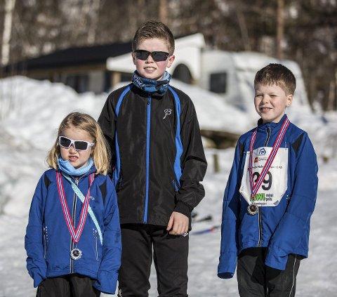 ALLE PÅ SKI:Synnøve, Bjørnar og Steinar og Synnøve Torsvik Størkersen har gått renn mange gonger før. Foto: Morten Sæle