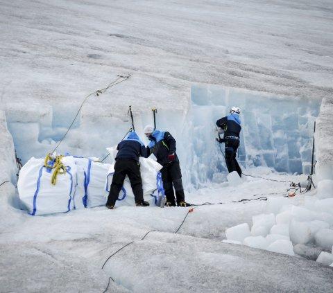 Fylkesmannen i Nordland har snudd, etter to innsigelser, og gir nå tillatelse til at selskapet Svaice kan hente ut isbiter fra Svartisen.