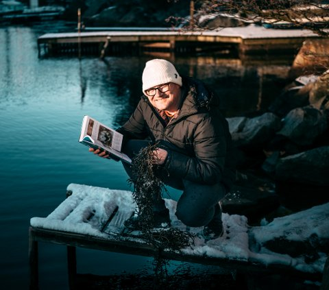 I havkanten: Selv i Egersund havn ser marinbiolog Frank Emil Moen fra Steigen og Vesterålen dyreliv blant tang og tare som andre kanskje ikke får øye på.