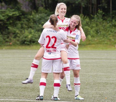 Ingrid Spord blir her løftet på gullstol i Sandviken, men søkte i fjor sommer nye utfordringer i LSK. Nå får Bønes-jenten landslagsdebuten. (Arkivfoto: Kristine Ristesund)