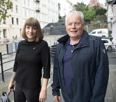ENIGE: Sara Bell (SV) og Jan Davidsen i Pensjonistforbundet vil at Stortinget                                    skal gjøre et felles løft for å få pensjonistene over EUs fattigdomsgrense.FOTO: ARNE RISTESUND