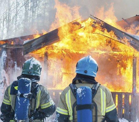 OPP I Flammer: To menn er siktet for grovt skadeverk, og for å ha forårsaket en brann i dette bolighuset på Brødbøl i januar i år.