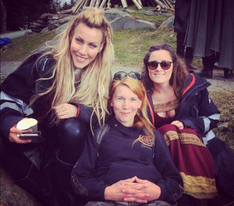 LO SEG IHJEL: Malin Heen Allen lo så tårene trillet av Vikingar-skuespillerne. Her sammen med Silje Torp (til venstre) og Kristine Riis.