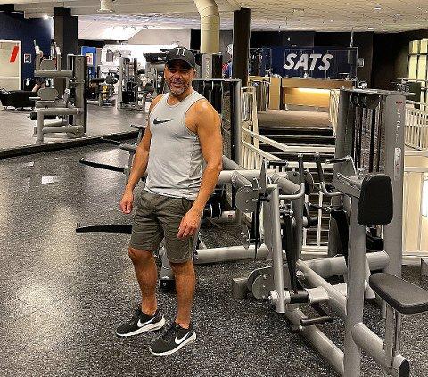 MOTIVATOR: Hassan Azouagh (46) har klart å gå ned totalt 26 kilo på ni måneder ved hjelp av sin egen innsatsvilje og mestringsfølelsen han fikk av løping og styrketrening kombinert med sunn mat. Han ønsker å være en ressurs for andre, og gleder seg over at folk stiller han spørsmål om kosthold og trening.