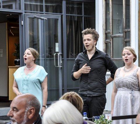 Stemning: Opera i bakgården byr på mye god stemning.arkivfoto: vårin alme